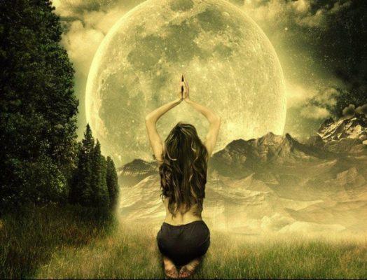 femme lune